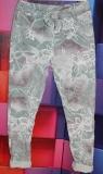 Jogpants G.L.M. Farbe grau/weiß/grün mit Blättermotiv
